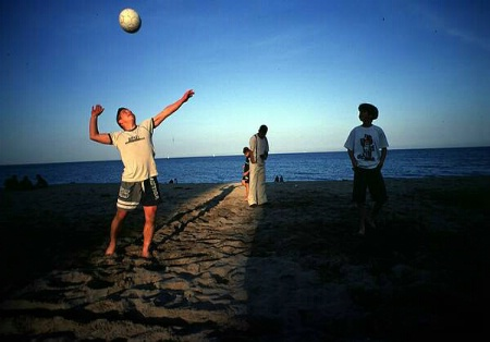 Beachvolley in a beam of light