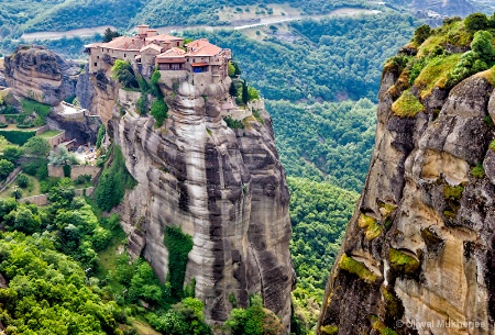 Clifftop Monastery � Meteora