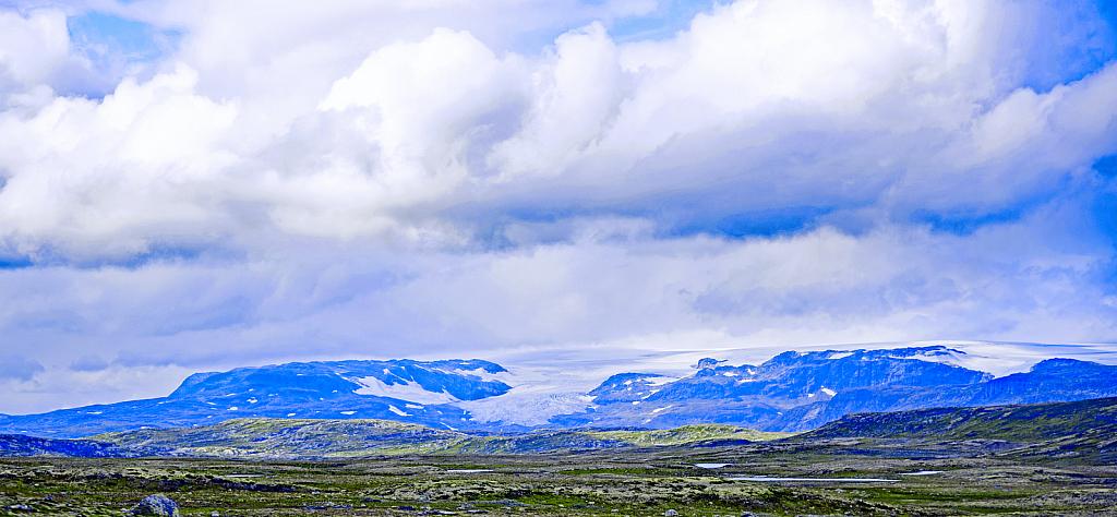 Glaciel spread on mountain plateau. Norway.