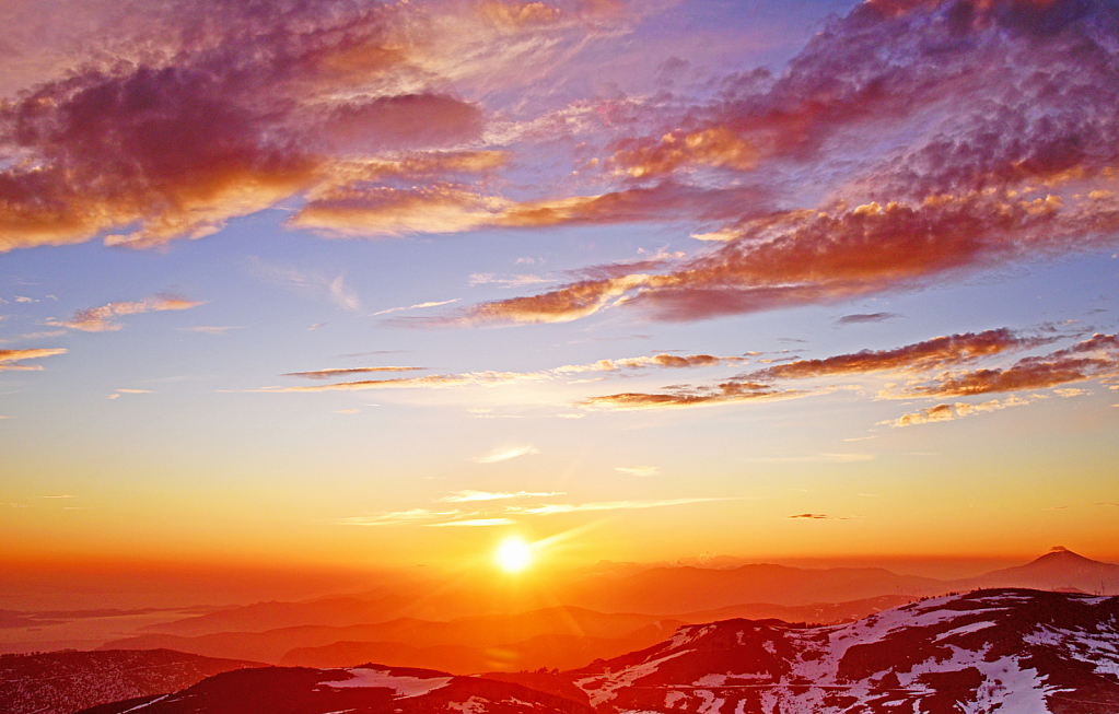 Sunset above the mountains.