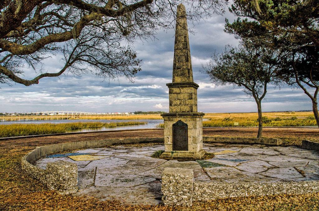 Ponce de Leon Monument