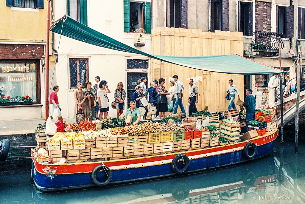 Shopping for Produce on the Grand Canal