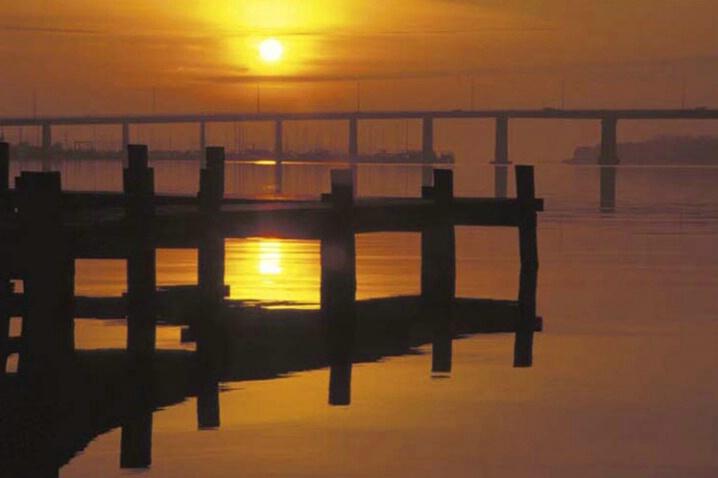 LA-017 A Pier, A Sunset - ID: 647861 © Kristina Morgan