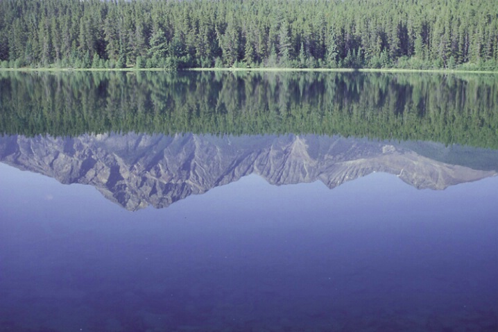 LA-022 Mountain Reflection - ID: 647870 © Kristina Morgan