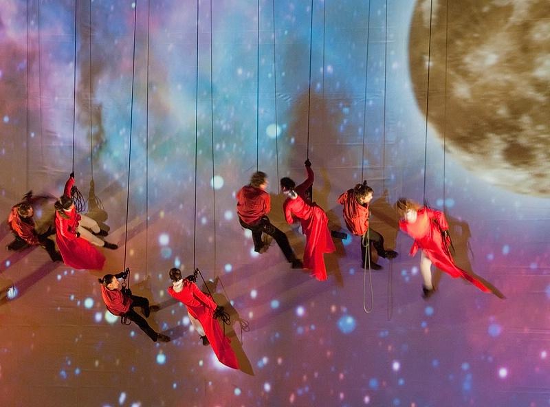 Dancing in Space - ID: 9798339 © Gerda Grice