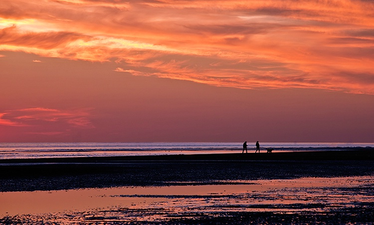Sunset Stroll - ID: 10357362 © Susan Gallagher