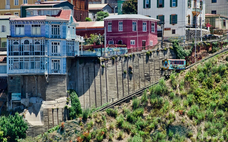 Dwellings and the Funicular Valparaiso, Chile - ID: 13622906 © Gerda Grice