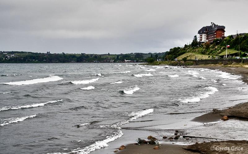 Beach at Puerto Varas, Chile - ID: 13622919 © Gerda Grice