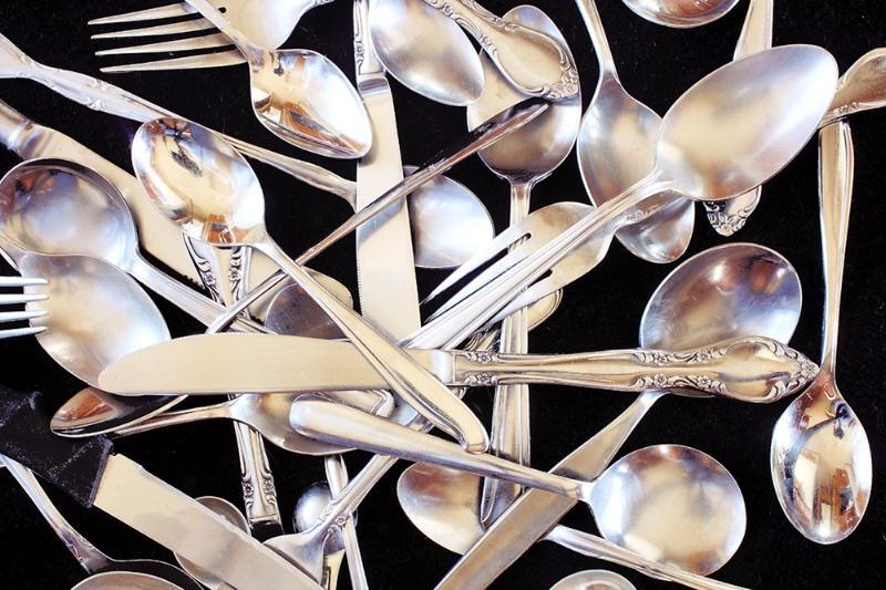 Reflecting silverware pattern