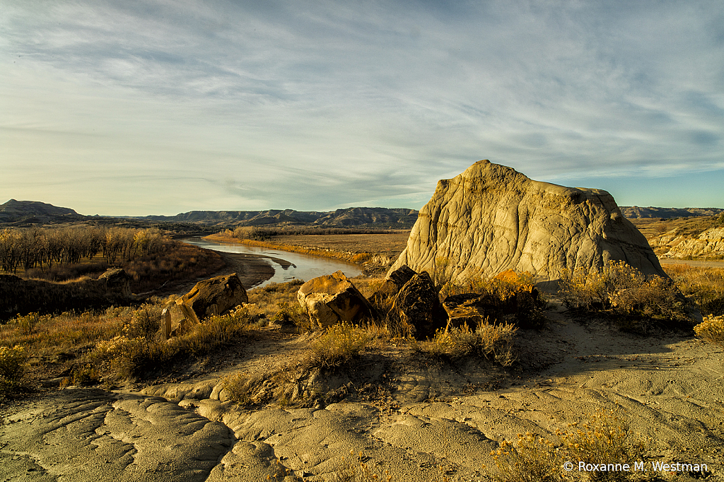 Sandstone overlook of the Little Missouri - ID: 15784962 © Roxanne M. Westman