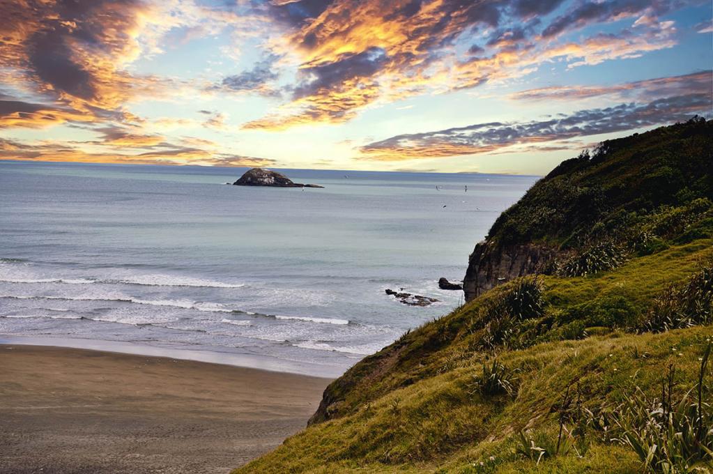 Muriwai Beach III - ID: 15798844 © Paul Coco