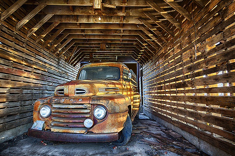 Parked 7980 Fall 2015 - ID: 15820827 © Raymond E. Reiffenberger