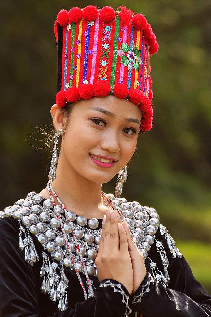 Chin Lady 01