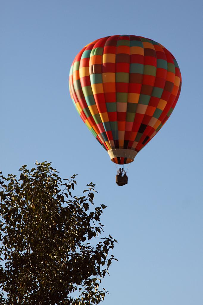 Balloon landing 4 - ID: 15859181 © Eric B. Miller