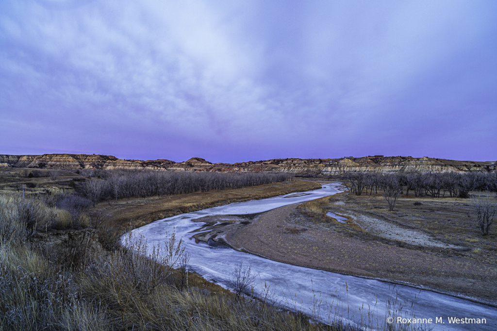 Sunrise in the badlands - ID: 15881761 © Roxanne M. Westman