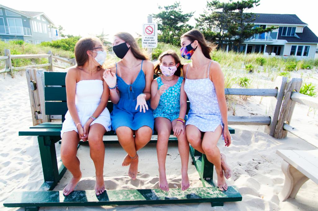 Four Cousins During Corona Days - ID: 15881847 © Karen ODonnell