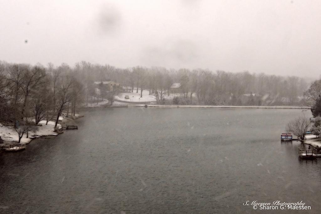 Wintery Lake - ID: 15886548 © Sharon G. Maessen