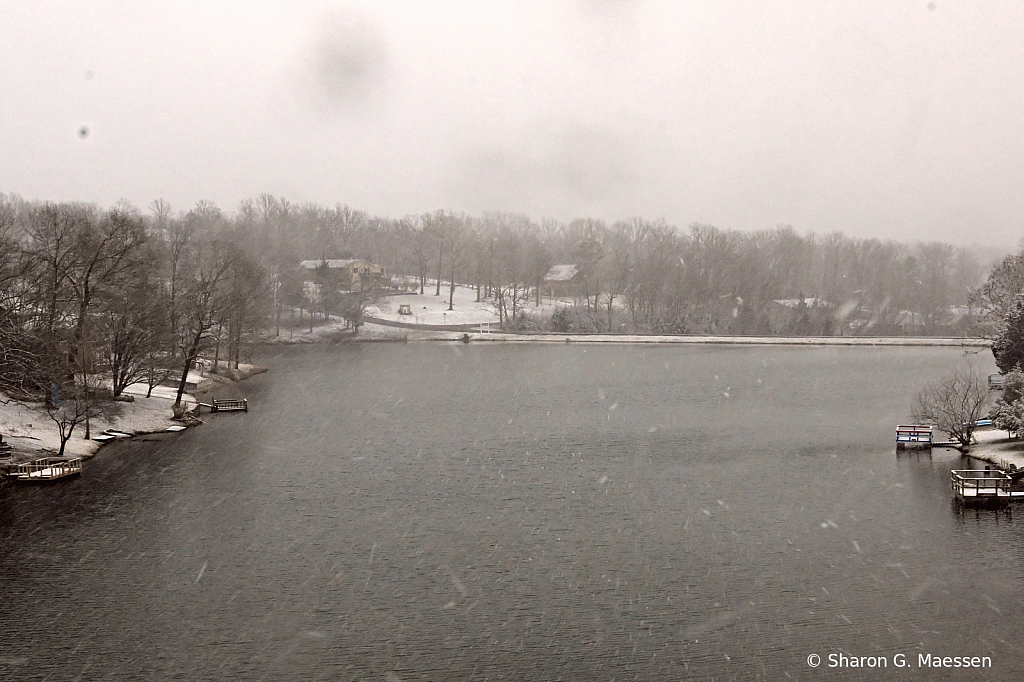 Wintery Lake 2 - ID: 15886549 © Sharon G. Maessen