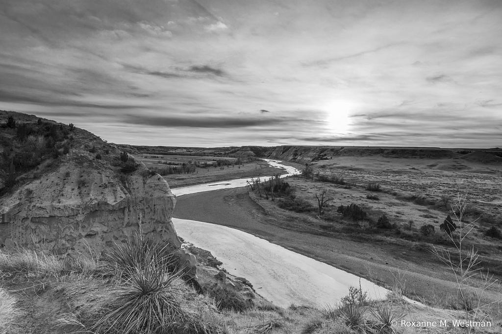 North Dakota badlands in black and white - ID: 15887672 © Roxanne M. Westman