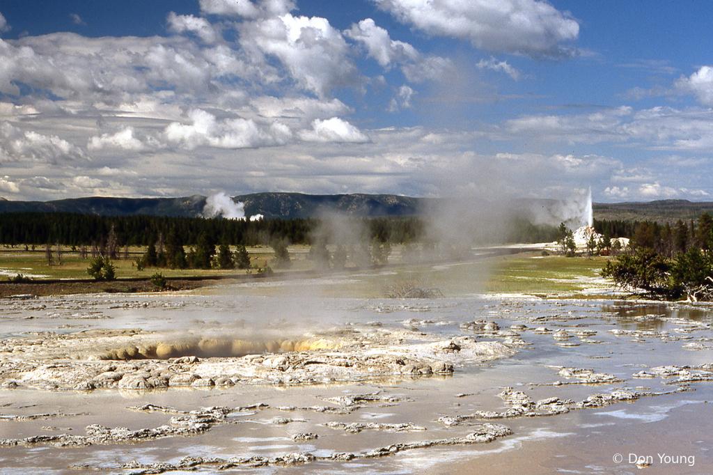 Yellowstone Caldera Area - ID: 15900900 © Don Young