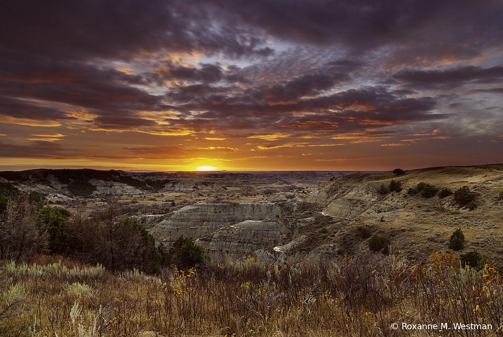 Theodore Roosevelt National park sunset - ID: 15912633 © Roxanne M. Westman