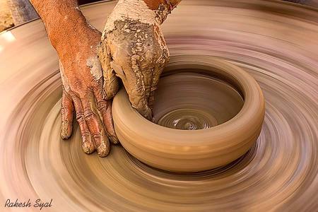 MOULDING HANDS