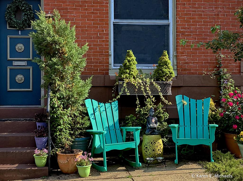 city stoop zen - ID: 15925679 © Karen E. Michaels