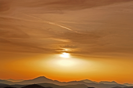 Sunsetting Horizon above the mountains.