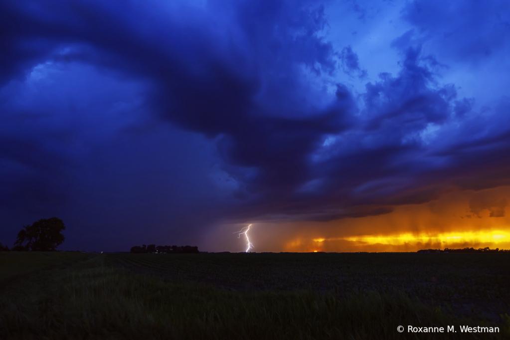 North Dakota storms, lightning and sunset - ID: 15931890 © Roxanne M. Westman