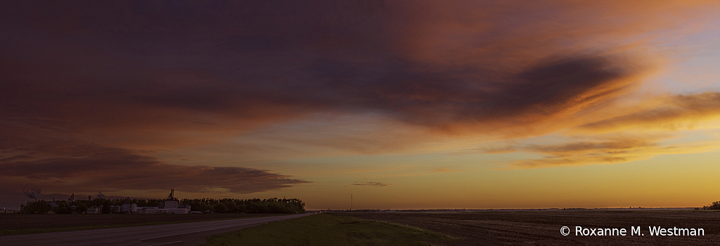 North Dakota skies after the sun has set - ID: 15931887 © Roxanne M. Westman
