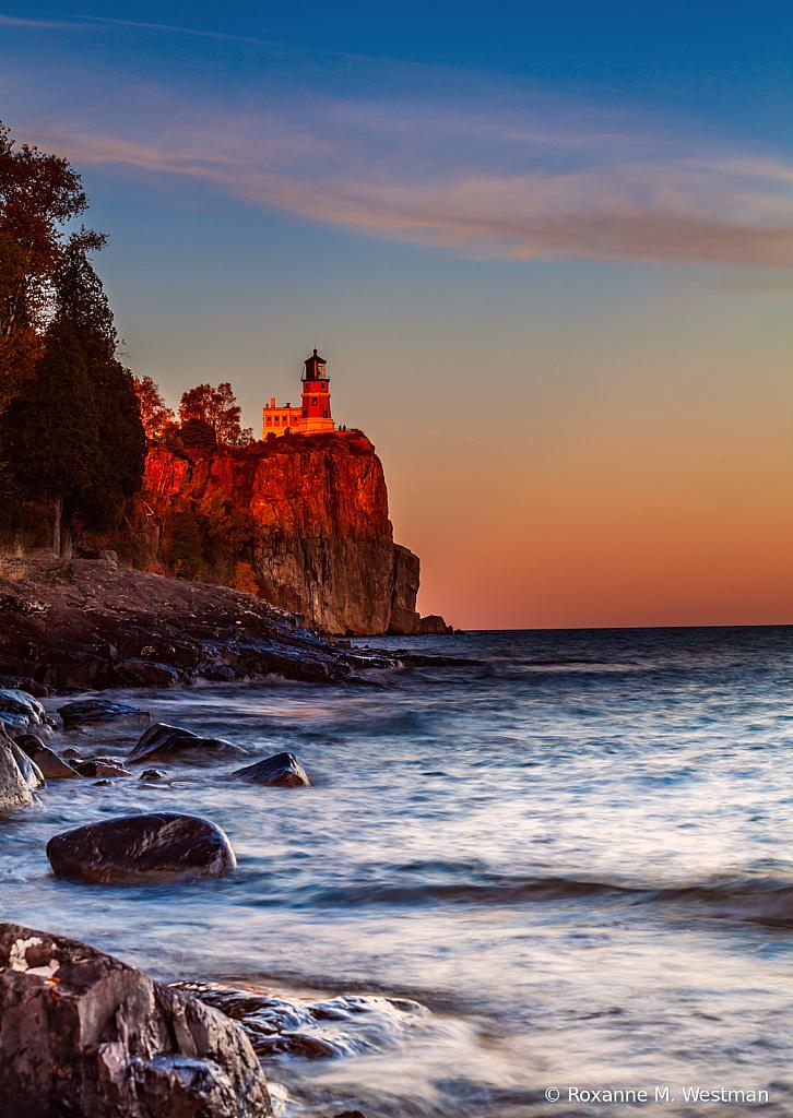 Last of the evening glow on Split Rock lighth - ID: 15937359 © Roxanne M. Westman