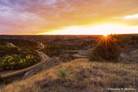 Sunset at Bennett Creek ND badlands