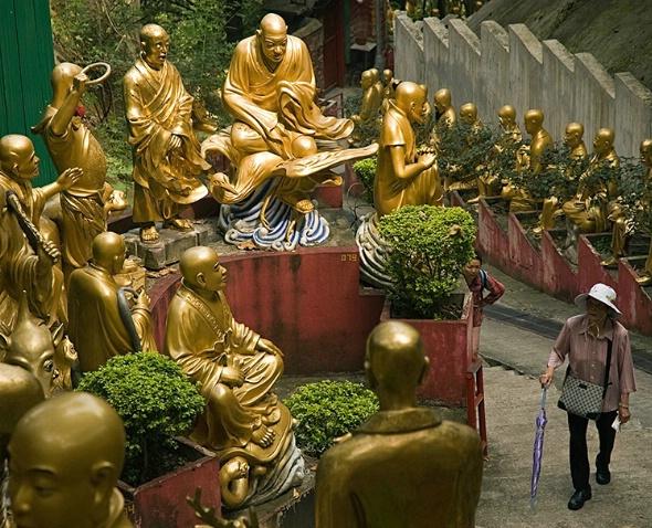 Encircled, 10000 Buddhas