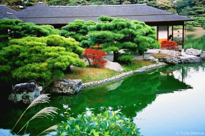 The Kikugetsu-tei Summer Villa in an Autumn Mood