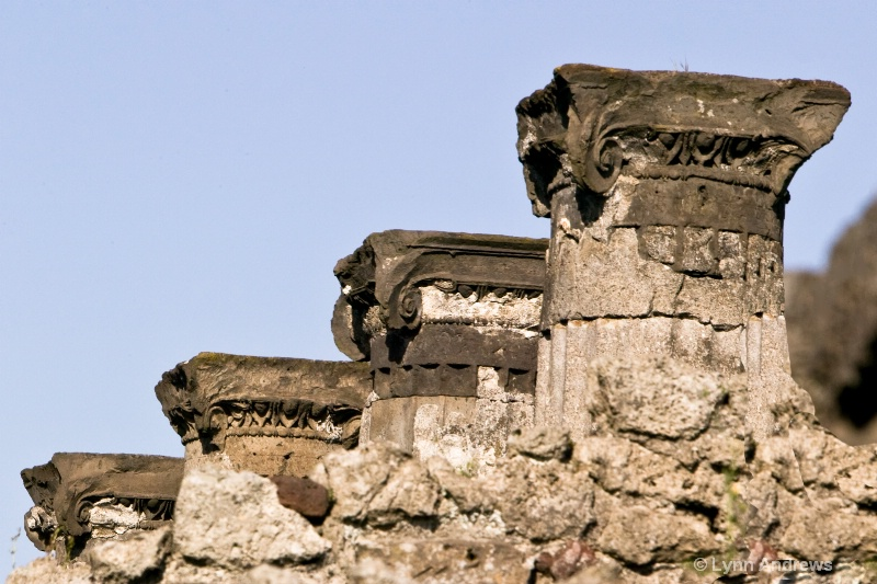 Bottom Pillars in Pompeii