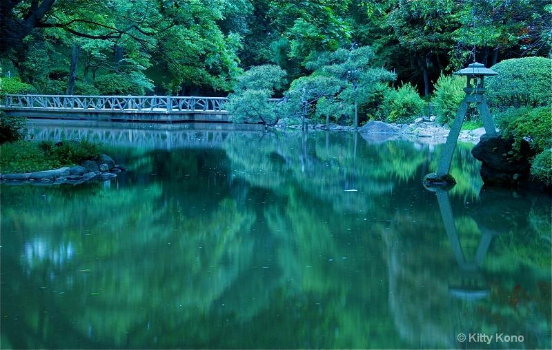 Lantern and Pond at Arisugawa