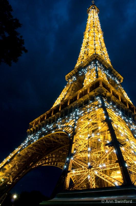 Eiffel impending storm