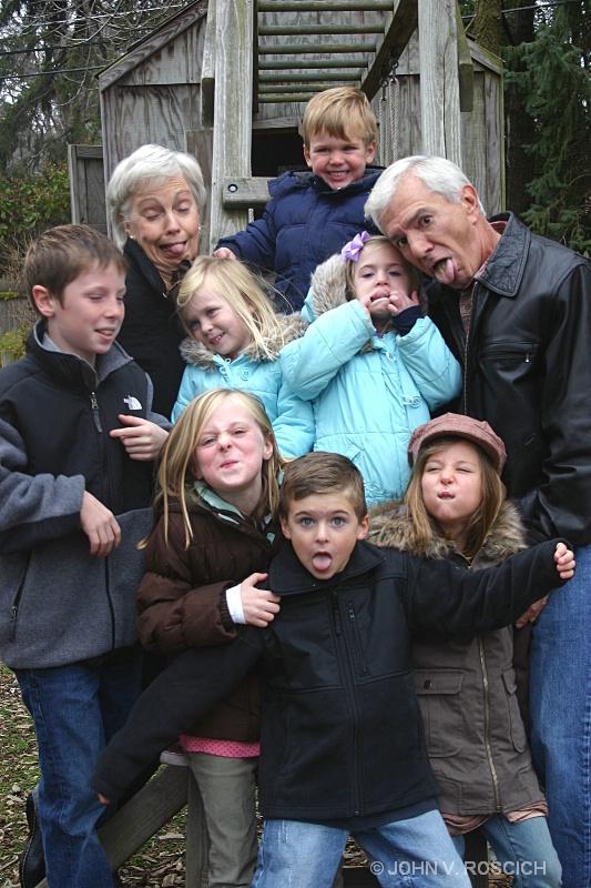 FREAKY  FAMILY  FUN  FOTO