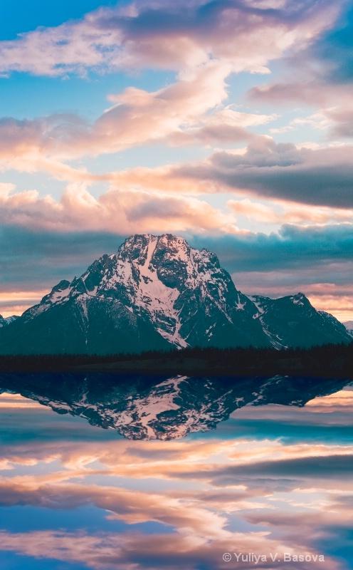 33 moods of Mt. Moran.<p>