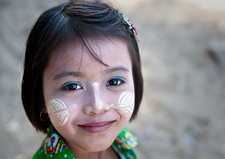 Face leaves thanaka paste, Myanmar (Burma)