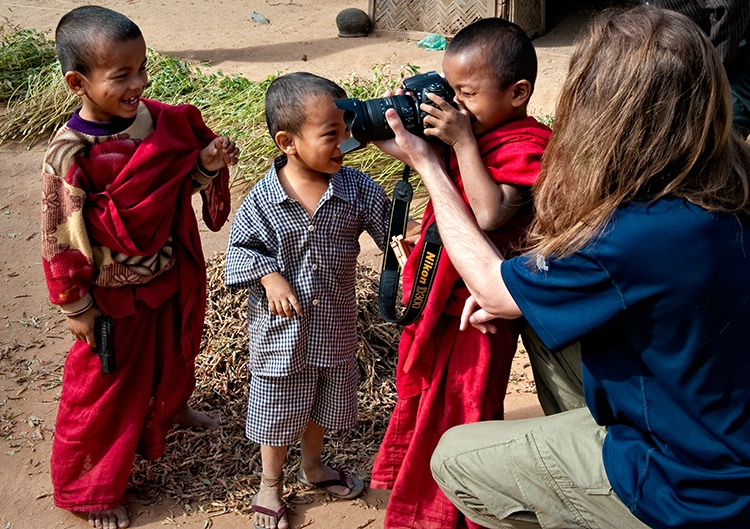 Dylan gives a photo lesson Myanmar (Burma)