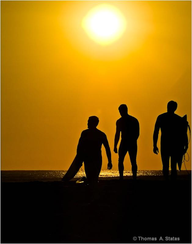 tom statas surfers people in n