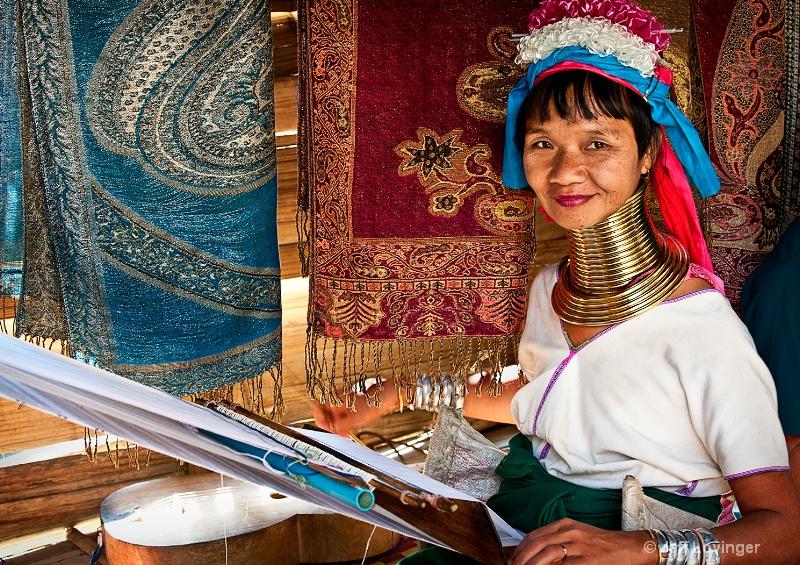 Karen-Padaung Weaver, Thailand Hill tribes