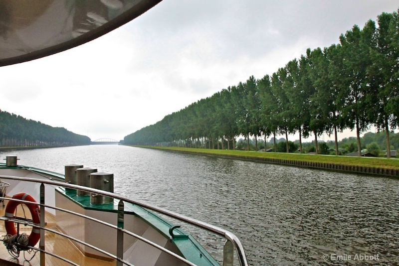 Trees lined the Kanaal