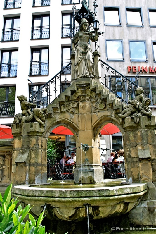 Fountain of the small workers