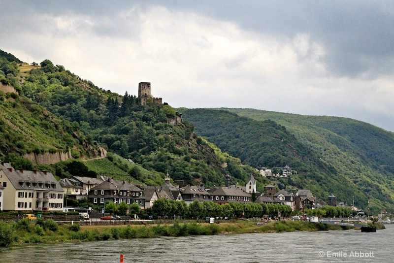 Kaub and Gutenfels Castle on hill