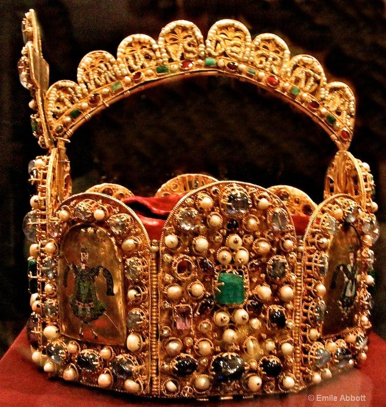 """Side view of Imperial """"Hoop"""" Crown"""