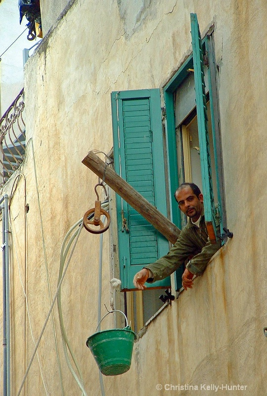 a worker in taorminar