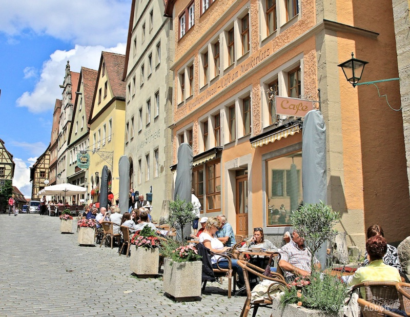 Street dining in Rothenburg