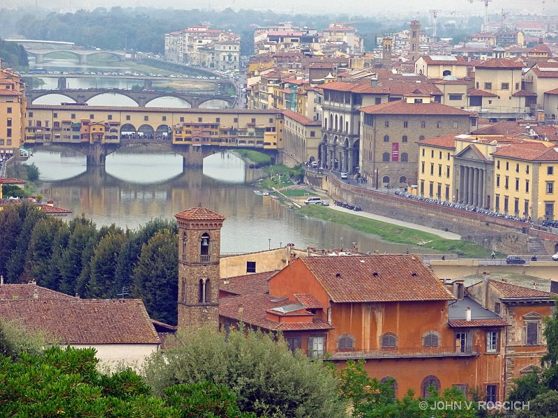 BRIDGES OVER ARNO RIVER, FLORENCE, ITALY